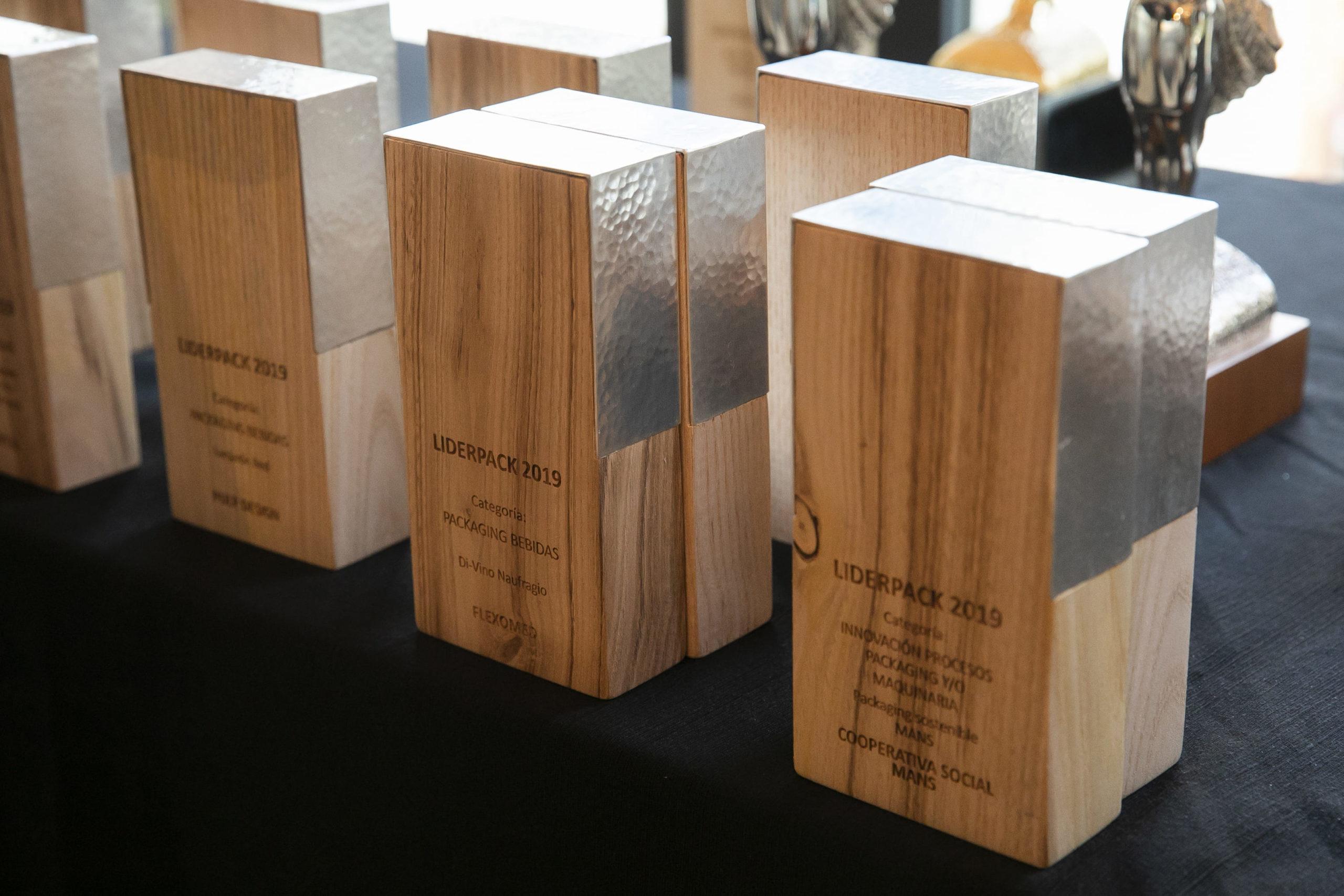 Trofeo de los Premios Liderpack